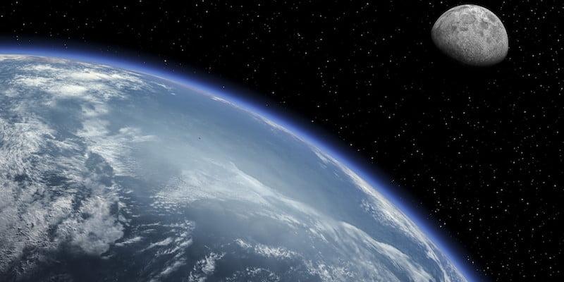 terre à côté de la lune