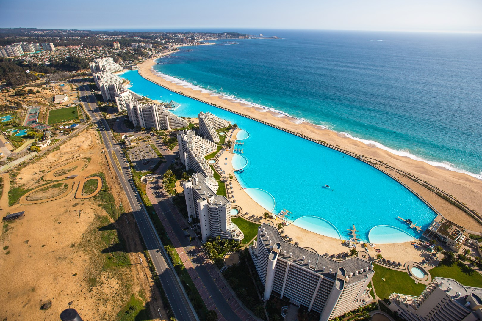 Combien mesure la plus grande piscine du monde for Piscine du monde