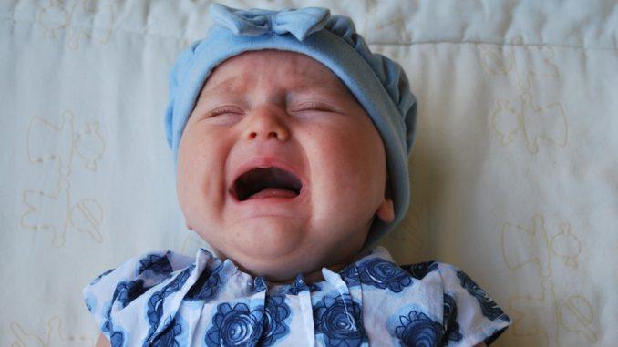 bébé pleure combien de temps