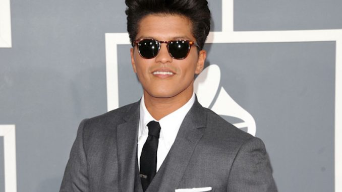 bruno mars taille poids